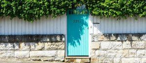 Blue door - Photo by Vincent Branciforti on Unsplash