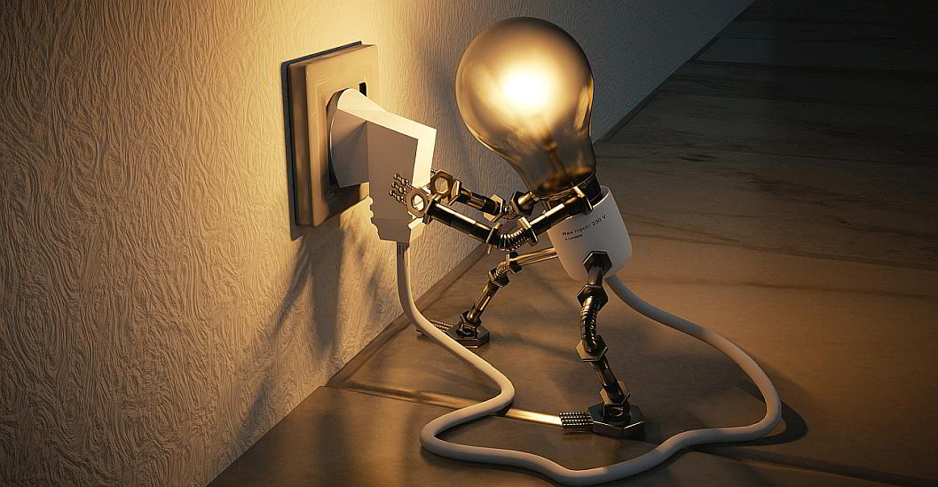 Light bulb plugging itself in